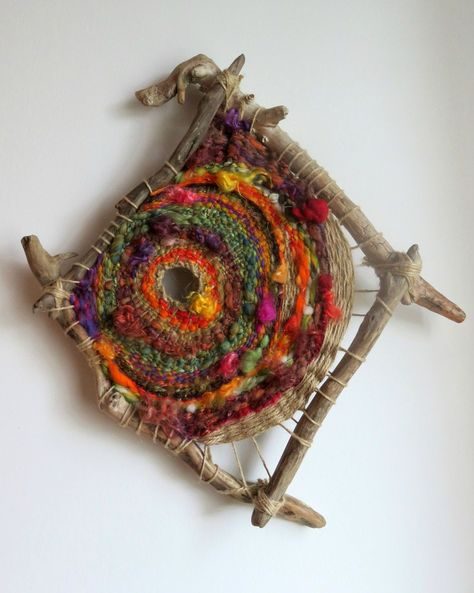 wild circular weaving - tissage circulaire avec bois flotté - Our Secret Craftstissage sur bois flotté - Filzélaine - waff life photos and sharedWeaving on 4 pieces of driftwood, gorgeous!weaving with sticks and yarn The colors flow and leap! Weaving Textiles, Weaving Art, Loom Weaving, Tapestry Weaving, Hand Weaving, Finger Weaving, Circular Weaving, Arts And Crafts, Diy Crafts