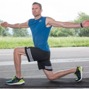 6 effektive Bodyweight-Übungen für Läufer! Wir zeigen dir, wie du deine Rumpfmuskulatur stärkst und deinen Laufstil verbesserst.