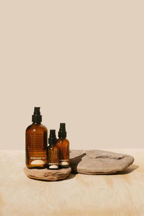 hacks every girl should know skin care product photography bags Organic Castor Oil, Organic Coconut Oil, Essential Oil Distiller, Essential Oils, Packaging Box Design, Photography Bags, Photography Business, Photography Lighting, Photography Women
