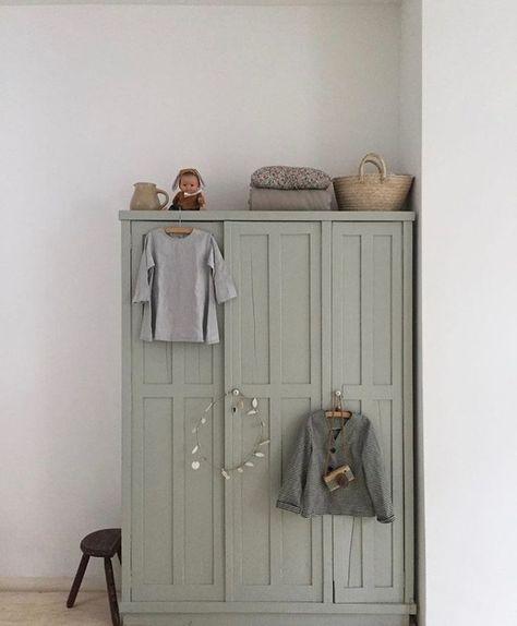 Ein hübscher Kleiderschrank für das Kinderzimmer ... - Babyzimmerdekoration