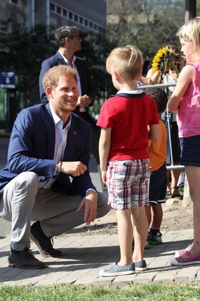 Prince Harry greets children as he leaves The Centre for Addiction and Mental Health ahead of the Invictus Games 2017.