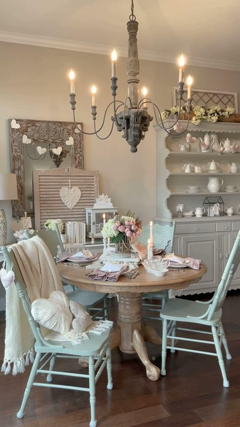 Shabby Chic Nest Of Tables, Shabby Chic Dining Room, Shabby Chic Farmhouse, Shabby Chic Cottage, Shabby Chic Homes, Shabby Chic Furniture, Cottage Dining Rooms, Dining Room Blue, Dinning Room Tables