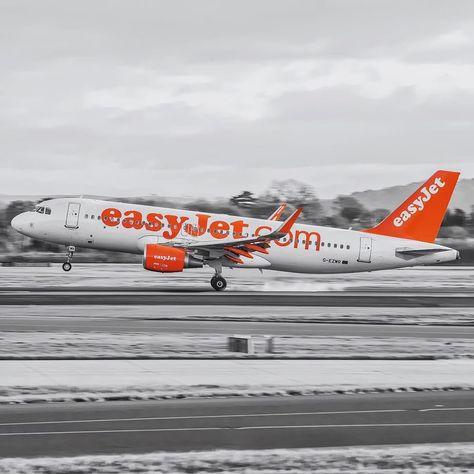 crewlife Easyjet Touching Down Runway...