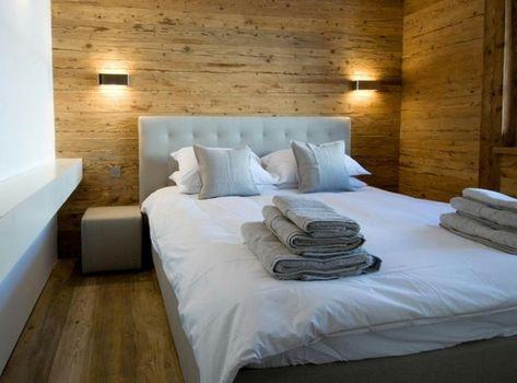 Schön Holzwand Im Schlafzimmer Mit Großem Bett (600×444) | Alpenländisch |  Pinterest | Chalet Style, Wooden Walls And Walls