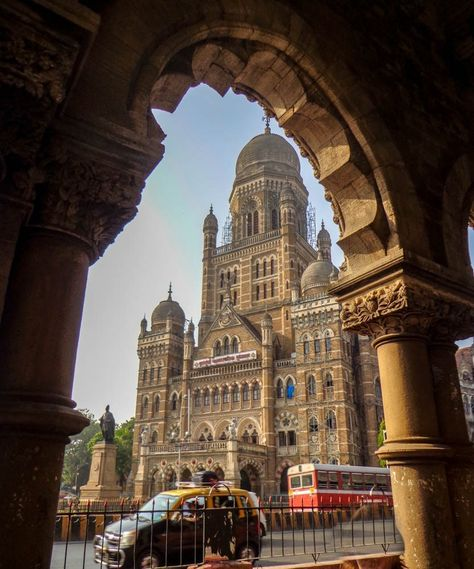 Looking through the arches of Victoria Terminus to the Mumbai Municipal Corporation – a fine example of colonial architecture