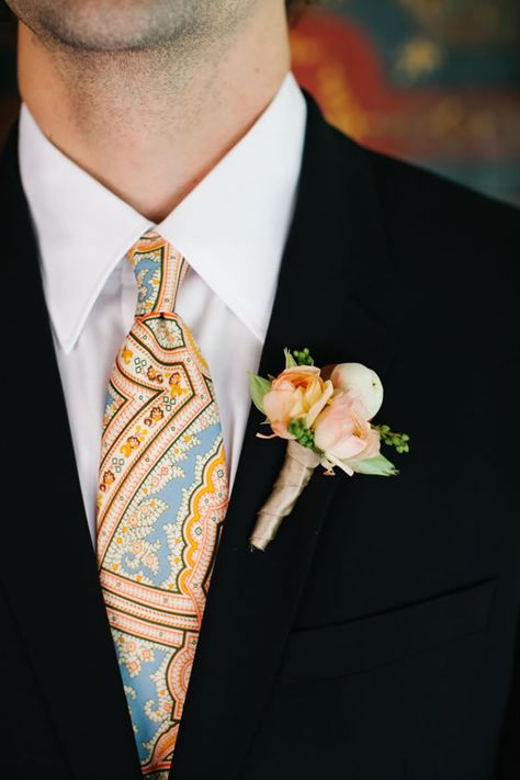This fun colorful tie matches spot-on with the groom's boutonniere.
