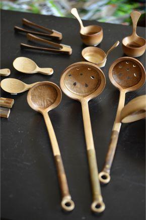 節を 素敵に使って おたまの掬 すく う部分にされています 竹製