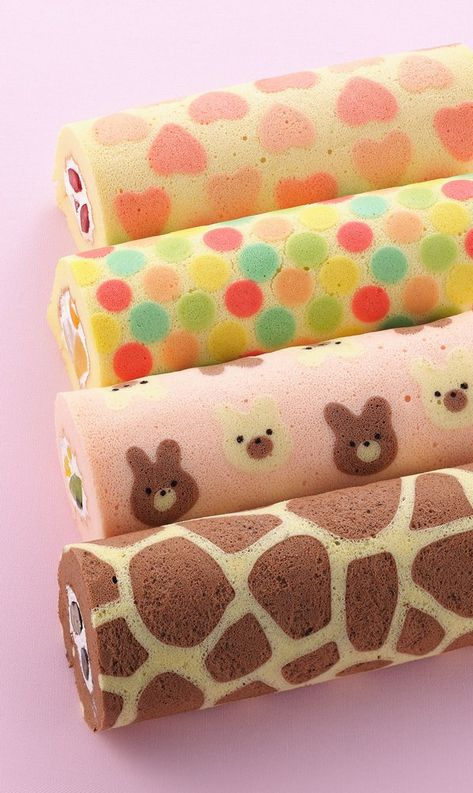 Isn't this Strawberry Cake Roll just gorgeous? The cute strawberry pattern is baked right into the cake! Strawberry Roll Cake, Cute Strawberry, Japanese Roll Cake, Japanese Sweets, Japanese Food, Pretty Cakes, Cute Cakes, Dessert Kawaii, Swiss Roll Cakes