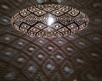 Pendentif Marocain Lumiere En Laiton Antique Vintage Lampe Etsy Moroccan Lamp Moroccan Pendant Light Brass Pendant Light