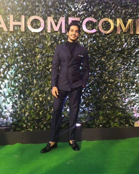 Look who suited up for the night! #IshaanKhatter #ShahidKapoor . #iifa20 #iifahomecoming #nexaexperience . Are you following us on #Instagram & #Twitter? Find us as #spiceofi #CrownTheBrown #news that matters to #SouthAfrica visit www.indianspice.co.za