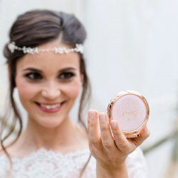 Was Braucht Eine Braut Etwas Altes Etwas Neues Etwas Geborgtes In 2021 Braut Taschenspiegel Hochzeit Brauche