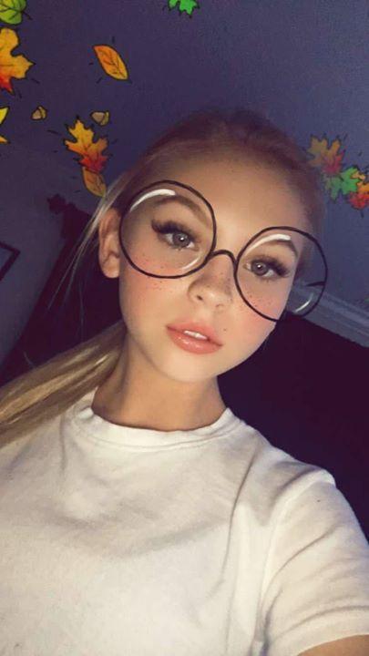 Selfie 12 Young Girls