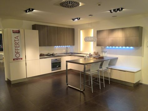 Veneta Cucine San Donato Milanese.Per Cambio Stand Cucina Tulipano 9 960 00 Anziche 19 932 00
