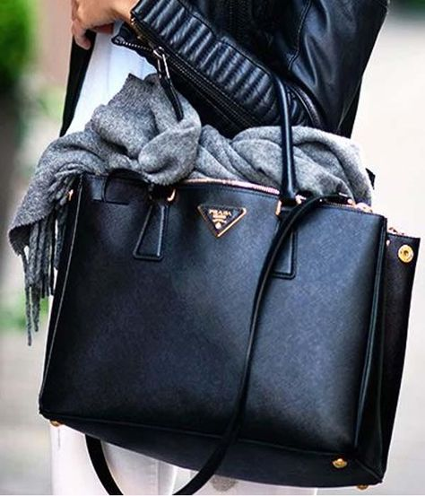 bbd48031208e08 Prada Double bag @lvlovercc Instagram | I need one | Bolsos cartera, Bolsos  de diseño, Bolsos