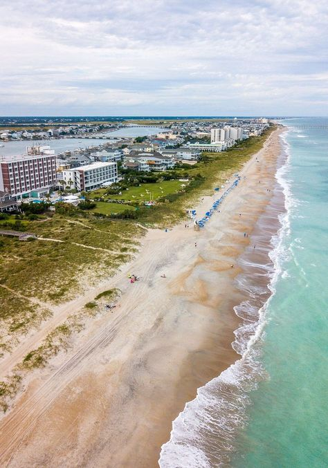 Wrightsville Beach is probably our favorite beach in the USA – why? Because it has everything we love about a beach and island life! Head to our blog for our Wrightsville Beach, NC 2-day itinerary and start planning your beach vacation. #WrightsvilleBeach #NorthCarolinaBeaches #BeachVacation #FamilyVacationIdeas #USBeaches #USRoadTrip #FamilyTravel