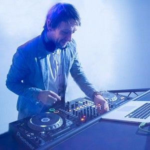 Wedding Djs For Hire Uk Cost From 250 For A Wedding Dj Near Me In 2020 The Wedding Singer Wedding Dj Wedding Reception Entertainment