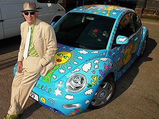 New James Rizzi with the Volkswagen New Beetle designed by him the Rizzi Beetle Colorful Things Pinterest Beetles and Volkswagen