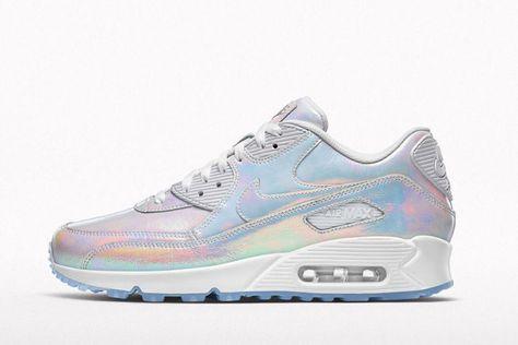differently 691b8 c6a11 Pour l été, Nike propose des sneakers aux reflets irisés