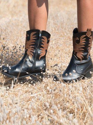 ملون جزم Tan Boots Khaki Boots Fox Shoes