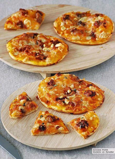 Receta de mini pizzas de calabaza con queso azul y sobrasada. Con fotos del paso a paso, consejos y sugerencias de degustación. Recetas de pizza....