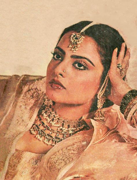 Channeling our inner Bollywood glamour with Rekha✨ . Indian Aesthetic, Brown Aesthetic, Aesthetic Vintage, Vintage Bollywood, Bollywood Fashion, Bollywood Actress, Bollywood Celebrities, Miss Girl, Desi Wedding Dresses