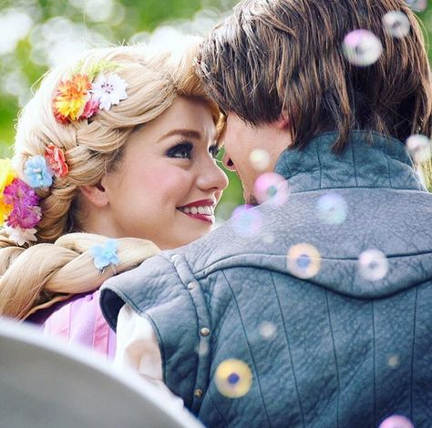 I love the look that the Tangled characters give to each other <3