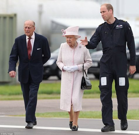 The Queen and Prince William share a kiss after she visits Cambridge Aurport   Daily Mail Online