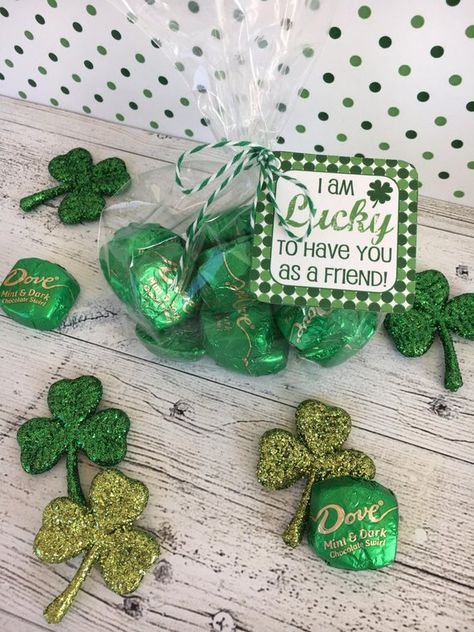 I am LUCKY St. Patrick's Day tags and bag toppers for friends, classmates, and teachers. St Patricks Day Cards, St Patricks Day Crafts For Kids, Saint Patricks, Lucky To Have You, Lucky In Love, Bag Toppers, St Patrick Day Snacks, St Patrick's Day Gifts, St Paddys Day