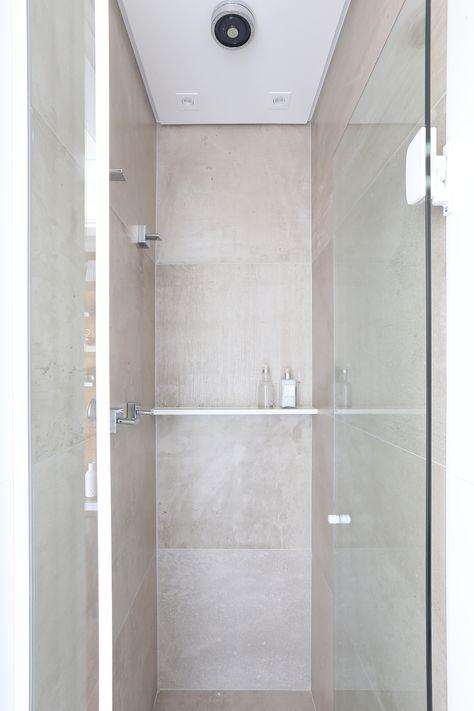 Box De Banheiro Com Chuveiro De Teto Embutido No Forro De