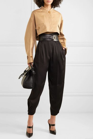 Beige cotton-drill Button-fastening tabs at cuffs, front flap pockets Button fastenings through front cotton; Grunge Outfits, Pantalon Slouchy, Victoria Beckham, Look Fashion, Fashion Outfits, Modern Fashion, Givenchy Clothing, Jacket Pins, Vogue