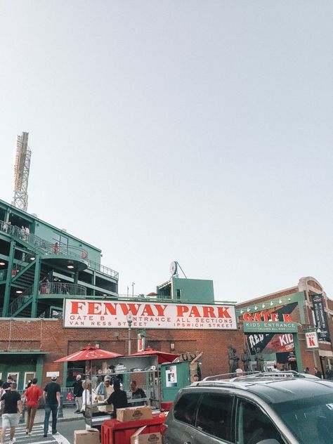 Boston Travel Guide: The Local's Guide to Boston, Massachusetts - Brunch on Sunday Must Do In Boston, Boston Things To Do, Boston Boston, Boston Red Sox Game, Boston Sports, Boston Travel Guide, Boston Strong, Fenway Park, Lugares