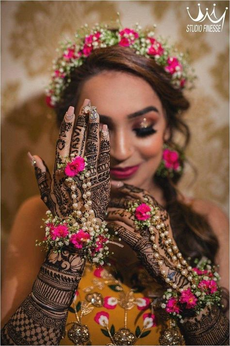 Wedding Trousseau, check! Wedding #jewellery, check! #Wedding makeup, check! Bridal #poses, not sure? Let us show you how to pose for your #bridal #photoshoot.