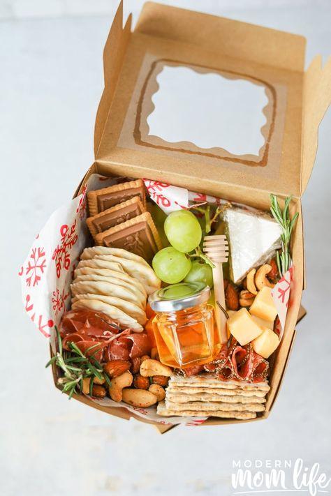 Charcuterie Gift Box, Charcuterie Recipes, Charcuterie And Cheese Board, Charcuterie Picnic, Charcuterie Platter, Cheese Boards, Appetizer Recipes, Appetizers, Graze Box