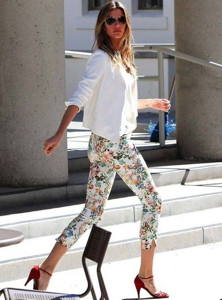 Wonderful outfit with printed trousers, Gisele Bundchen