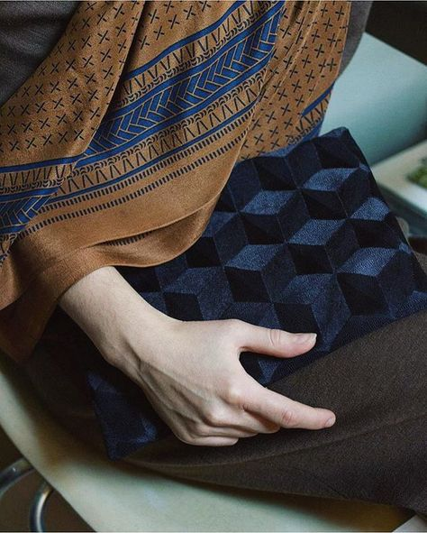 The Kaveh Scarf in tan: handmade by artisans in #India and perfect for everyone on your #holiday shopping list. Link in bio (free shipping). #Fashionkind #FashionForHumankind #regram @apeacetreaty
