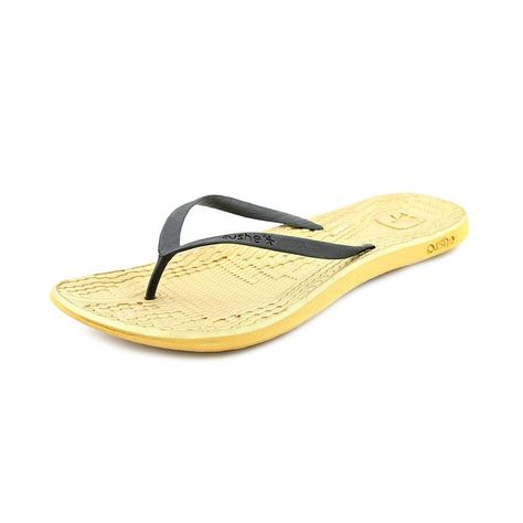 Cushe Women's Manuka Feet Flop Sandal >>> We appreciate you