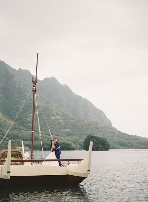 Incredible photography was able to capture this absolutely stunning twist on Boho Chic. This modern elopement took place on the island of Oahu, and featured all of the ethereal elements of the Hawaiian islands, with a twist of boho chic style.