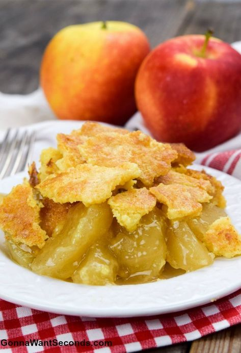 Apple Dump Cake is a delicious, simple anytime dessert? Tender fruit and a rich, buttery cake covered with crunchy crumbs – queue the applause! #AppleDumpCake #AppleCake #DumpCake #desserts #recipes #3IngredientDessert #EasyDessert #applerecipes #apples #easyrecipe