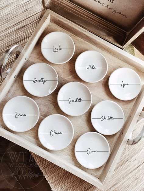 Pretty china trinket dish combines simplicity and style. The perfect place to keep your favorite rings, earrings or necklace. Personalized with the name of that someone special. This truly is a thoughtful gift. Bridesmaid Gift Boxes, Bridesmaid Proposal Gifts, Personalized Bridesmaid Gifts, Personalized Jewelry, Bridesmaid Gifts From Bride, Bridesmaid Presents, How To Ask Your Bridesmaids, Bridesmaid Jewelry, Will You Be My Bridesmaid Gifts