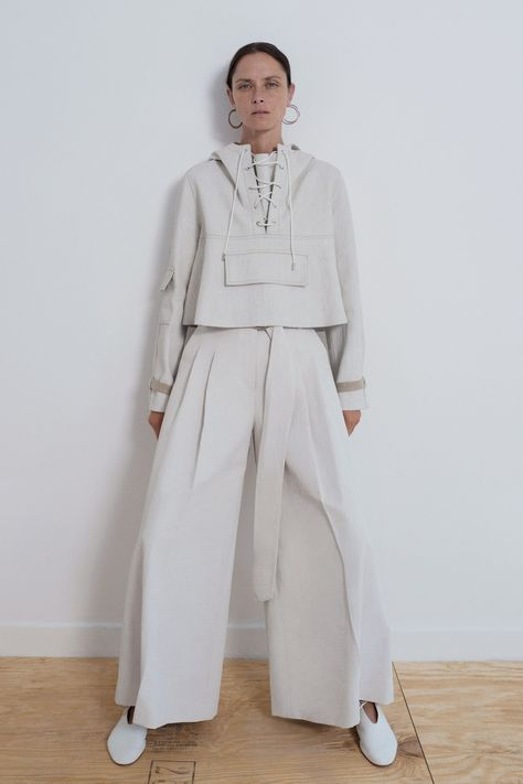Partow Spring 2019 Ready-to-Wear collection, runway looks, beauty, models, and reviews.
