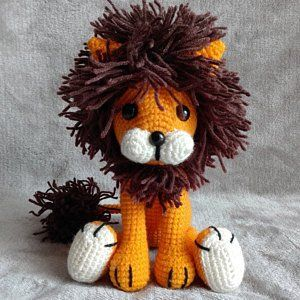 Laurence the Lion Free Amigurumi Pattern | Jess Huff | 300x300