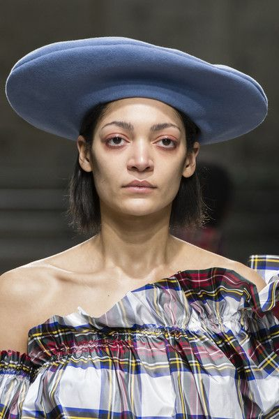 Isa Arfen, Fall 2018 - The Best Hair And Beauty Details At London Fashion Week - Photos