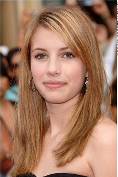 6064d3fea97 Emma Roberts hair is long and straight. The hair comes down long at the  shoulders