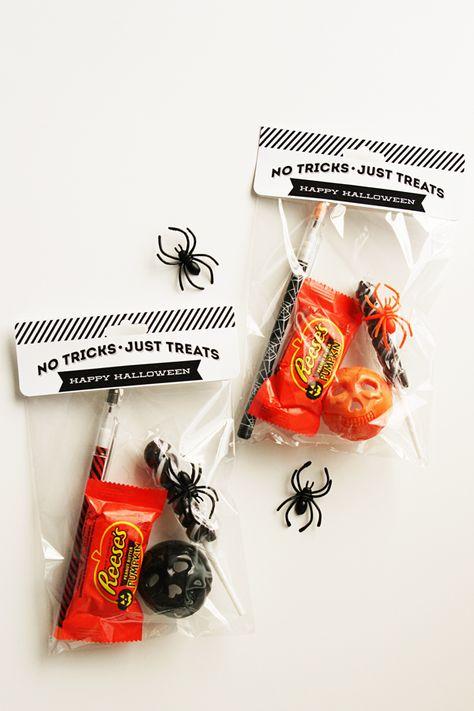 eighteen25: Halloween Treat Bags + Toppers