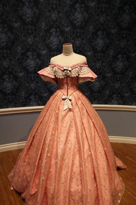 Old Fashion Dresses, Old Dresses, Pretty Dresses, 1800s Dresses, Vintage Gowns, Mode Vintage, Vintage Outfits, Vintage Hats, 1800s Fashion