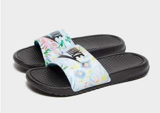 descuento mamífero Fracción  NIKE Nike Benassi JDI Floral Women's Slide   JD Sports   Trainer heels, Jd  sports, Black nikes