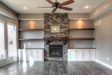Integrity Homebuilders – Huizen bouwen in Kansas City – Tuin Built In Around Fireplace, Fireplace Built Ins, Home Fireplace, Fireplace Remodel, Living Room With Fireplace, Fireplace Design, Fireplace Ideas, Fireplace Stone, Fireplace Shelves