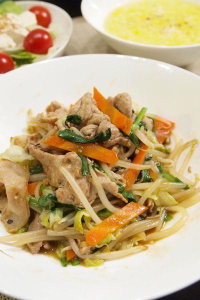 【中華料理】レシピ本掲載☆「卵とコーンの中華スープ」&野菜炒め&豆腐サラダで晩ごはん。