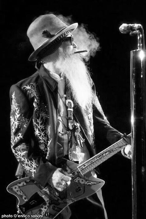 The Great Billy Gibbons, him and Frank Beard and Dusty Hill of ZZ Top playing the Mountain Winery with Jeff Beck. Rock And Roll, Pop Rock, Zz Top, Kinds Of Music, Music Is Life, Billy Gibbons, Live Rock, Rock Legends, Blues Rock