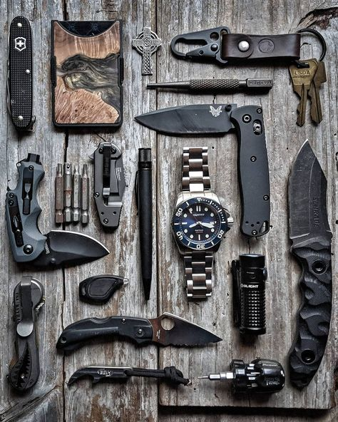 It's and we've created a brand new list of essential survival items for this year! The best bushcraft gear, survival tools, and prepping gear, all in this short list. Edc Tactical, Tactical Survival, Survival Equipment, Survival Tools, Urban Survival Kit, Everyday Carry Bag, Edc Gadgets, Edc Knife, Military Gear